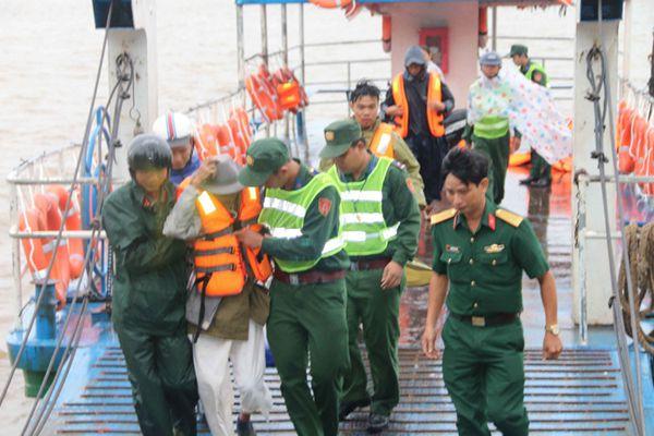"""台风""""天秤""""逼近越南 该国南部约65万人被疏散"""