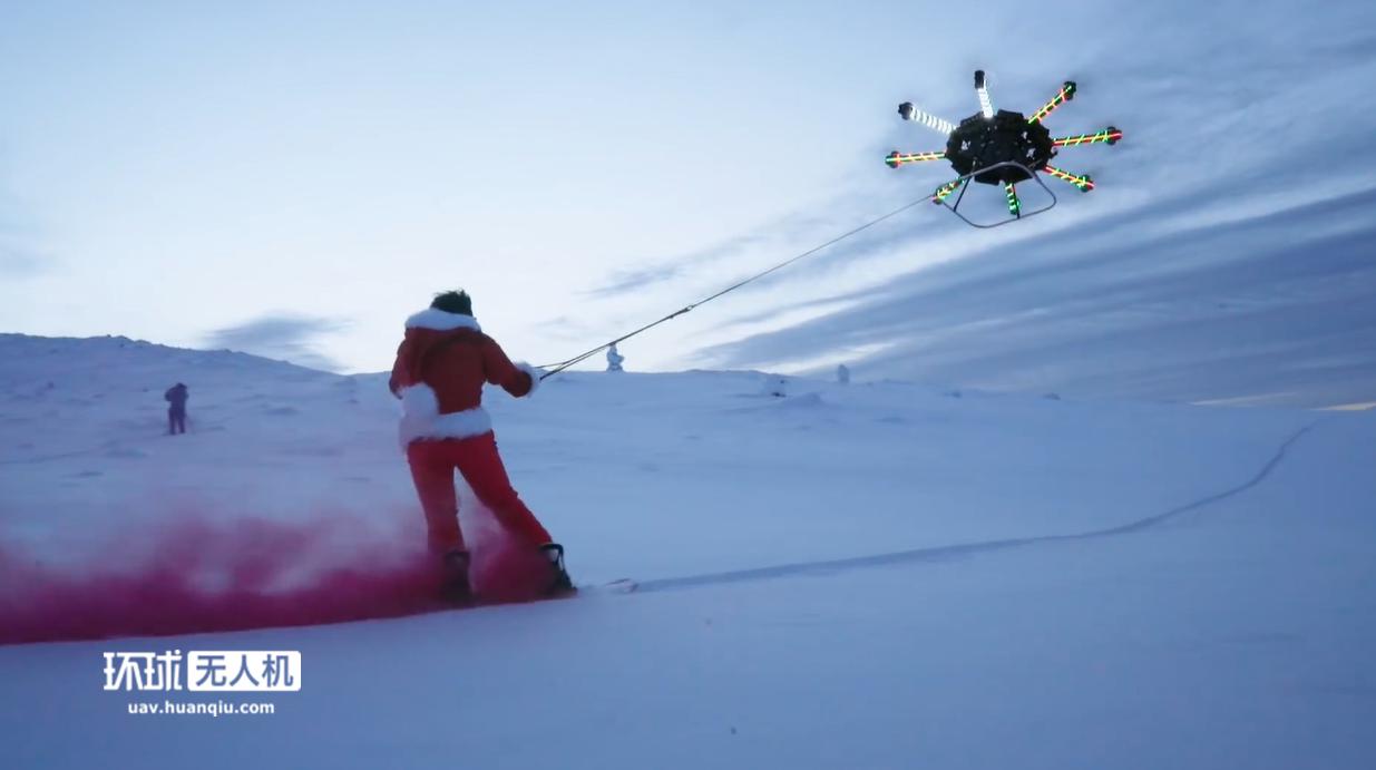 坐?#21040;?#21315;万粉丝的无人机大V,在孩子跟前变身会飞的圣诞老人