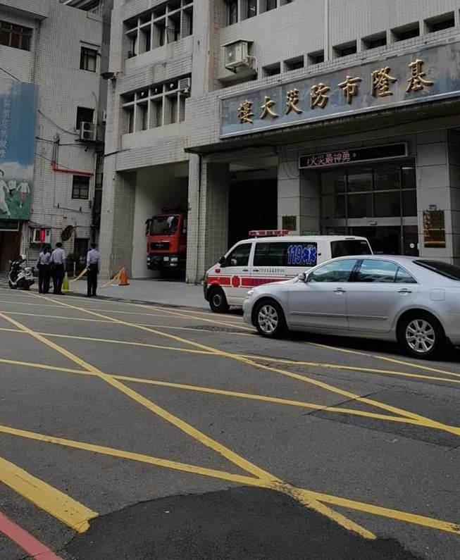 """平安夜""""不平安"""" 台湾基隆防灾大楼再传坠楼"""