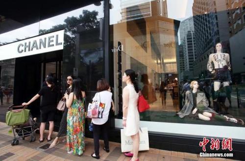 德媒:全球奢侈品生意兴旺归功中国 中国人买三成