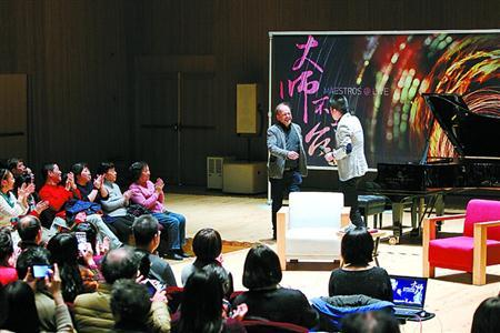 中国侨网路易·洛尔蒂与音乐爱好者面对面。解放日报记者 蒋迪雯 摄