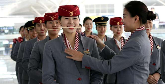 九景衢铁路开通在即 美丽高姐礼仪训练展新姿