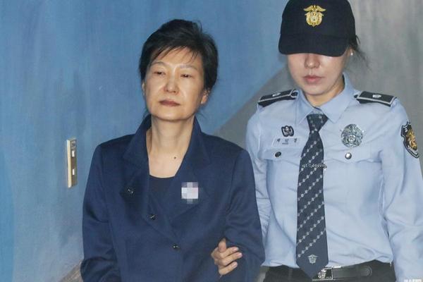 """朴槿惠接受狱中调查 被曝""""特殊待遇"""""""
