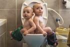 父亲记录双胞胎儿子童年