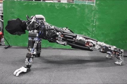 日本开发模拟人类运动系统机器人 可做运动练体操