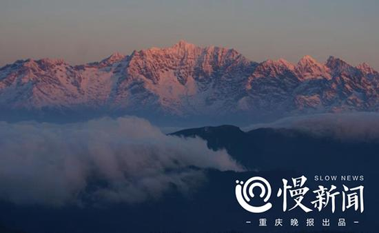 大学生登上五千米雪山 纪录山巅不一样的星光