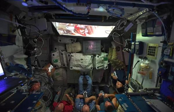 宇航员晒这张图让网友羡慕:空间站看新《星球大战》