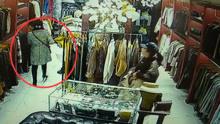 女子假装买衣服 顺走店员手机