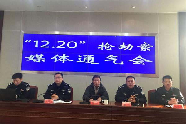 江苏警察被刺重伤 浴血50米勇斗凶徒