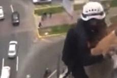 秘鲁男子求死挣脱救援跳楼身亡
