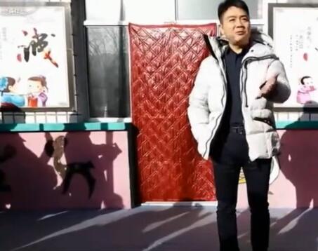 刘强东回宿迁老家招工 称要带动全村共奔富裕