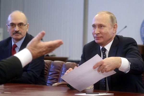 普京亲自赴选委会递交2018年总统选举参选文件