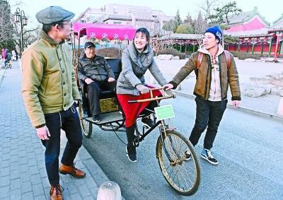北京后海三轮车队招车夫 海归美女成功应聘将上岗