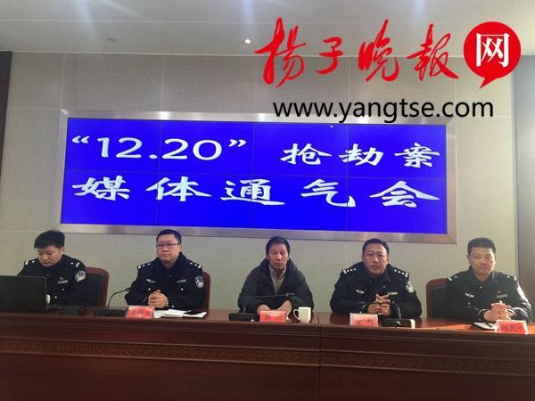 镇江民警被刺重伤浴血50米勇斗凶徒