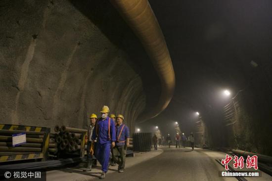 京张高铁预计2019年底通车 开通后半小时到延庆