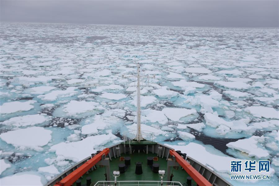 """媒体:中国南极科考队员""""冰缝惊魂记"""" 蓝冰可能通向死亡"""