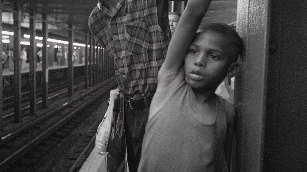 90年代街头摄影有哪些标志性特点?