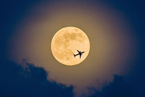 """新年到了,""""超级月亮""""也来了子夜时分最美"""