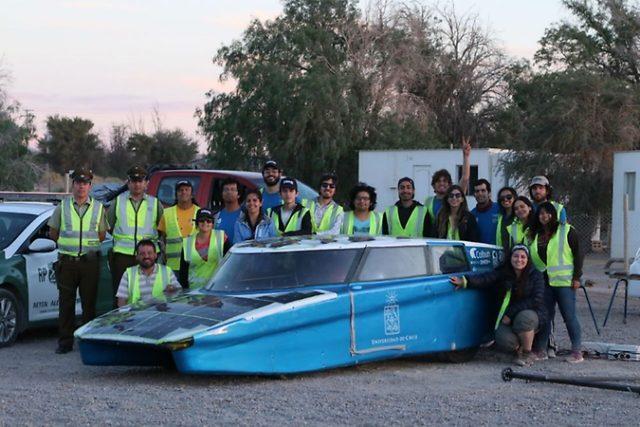 智利双人驾驶太阳能汽车用时8天成功穿越半个国家