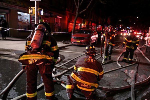 纽约一公寓发生火灾 已致12人死亡含1名婴儿