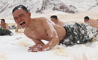 看着都冷!特战部队零下20度赤膊耐寒训练