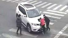 不踩刹车只顾尖叫!女司机撞人酿惨剧