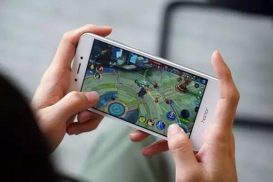 人民日报:防止用户沉迷网游 开发者需负责自律