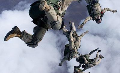 帅到爆!实拍美军特种部队HALO跳伞训练