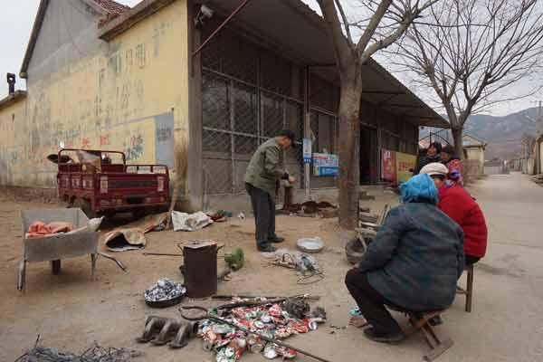 68岁铝锅匠每年走上百个村庄 日赚200元