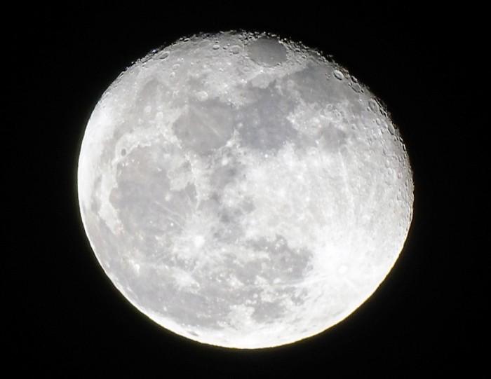 1月将迎两次超级月亮 第二次还将出现月全食