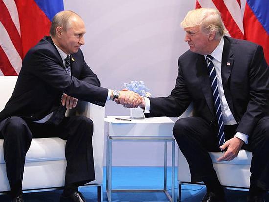 普京与特朗普握手
