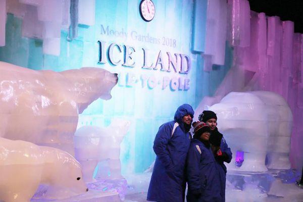 哈尔滨冰雕技艺现身美国得州加尔维斯顿岛