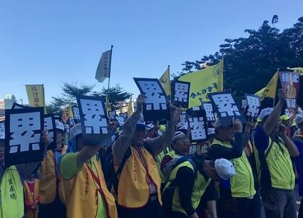 """民进党民调称六成民众支持""""劳基法""""修改 国民党:民众会信?"""