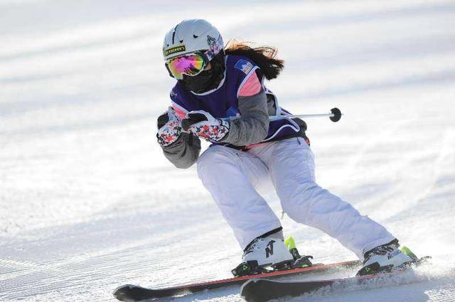 京津冀青少年滑雪比赛开赛 700余名选手最小5岁