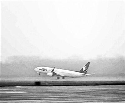 中国客机首次低能见度150米起飞 使用一新技术