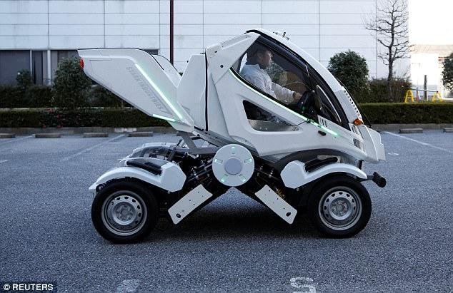 """日本研发出""""变形""""电动汽车 灵感源自《高达》"""