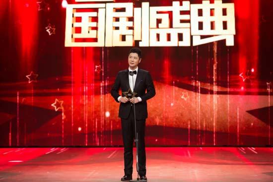 任重国剧盛典获年度表现力剧星现场感恩观众