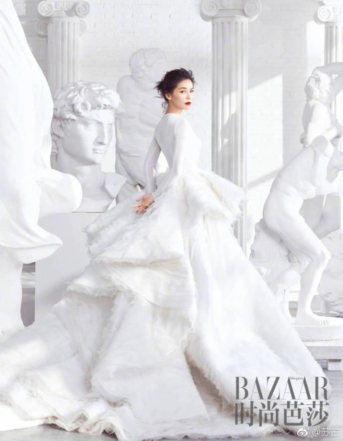 刘涛All in White开年大秀天鹅颈 女王范儿十足
