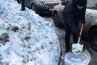 俄圣彼得堡降下蓝雪