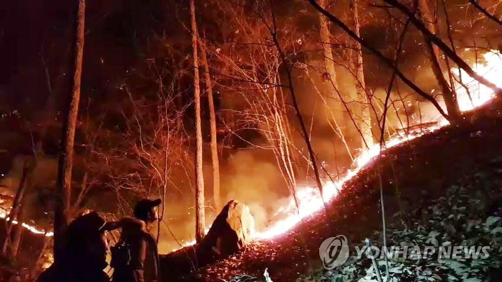 韩釜山三角山大火时隔15小时被扑灭 受灾面积或达100公顷