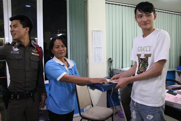 泰媒:泰国的姐拾金不昧 获中国游客5000泰铢答谢