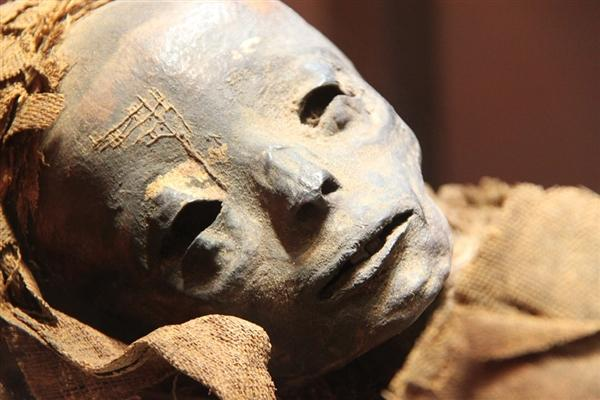 科学家惊人新技术:3000年木乃伊不开盖直接扫描