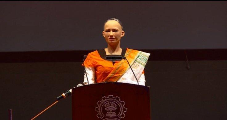 """""""奥黛丽赫本""""机器人首访印度 还拒绝了人类求婚"""