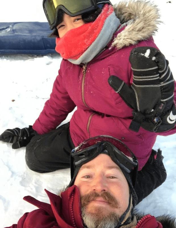 夏天小公主不畏寒冷 大冬天与爸爸夏克立滑雪锻炼