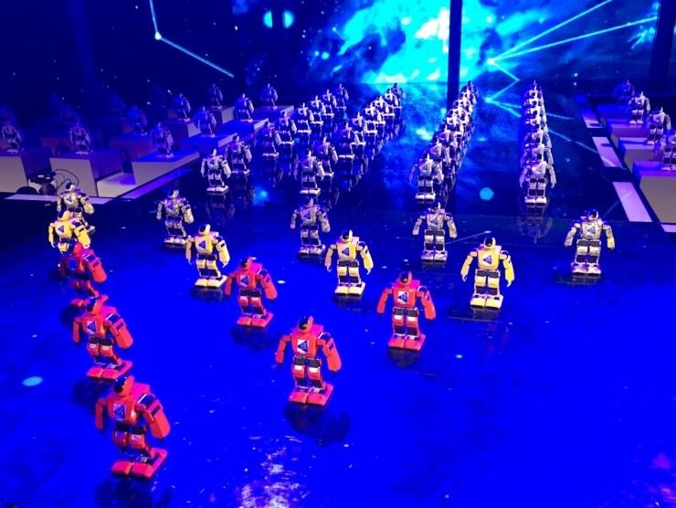 《机智过人》放大招:400台Aelos首秀街舞燃爆全场