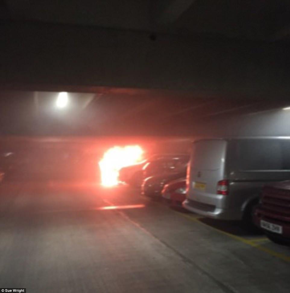 英一停车场起火1400辆车被毁 或为路虎引擎起火所致