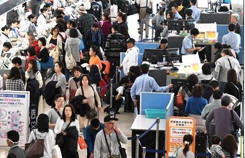 日本迎小长假返程高峰 陆空交通工具将拥挤不堪(组图)