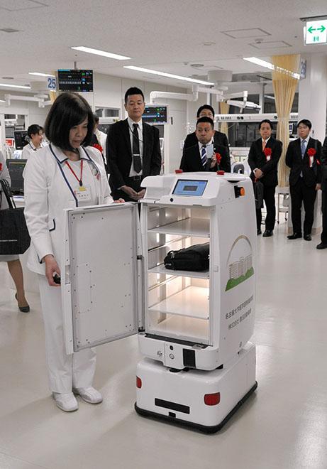 日本医院投放医疗服务机器人 减轻夜班人员压力