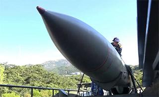越南岸防部队新年试射反舰导弹