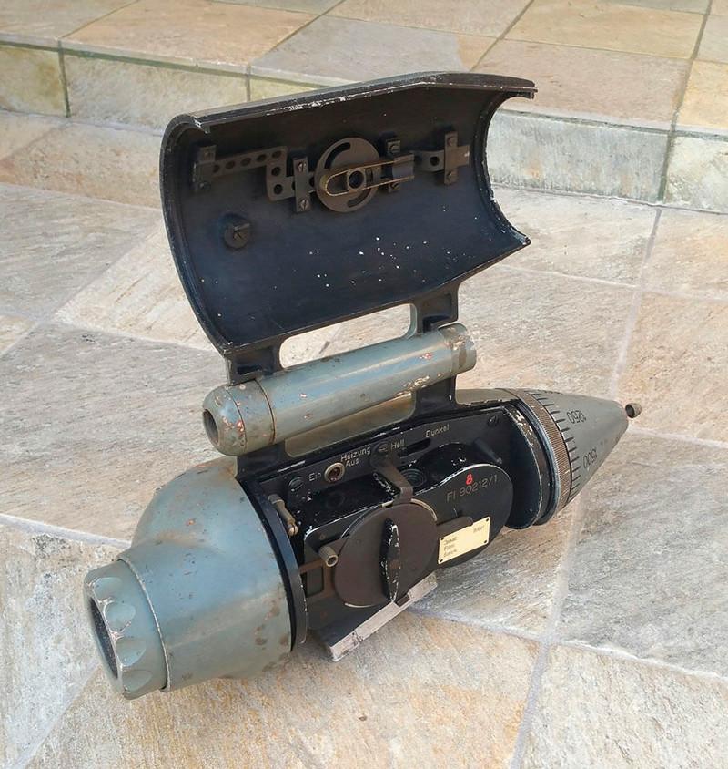 造型奇特!蔡司罕见战斗机专用枪式相机现身